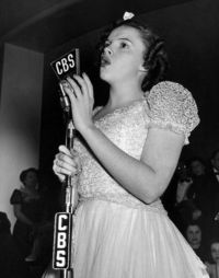 Judy Garland singing on the radio