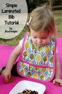 Free pocket bib pattern and tutorial for an infant or toddler. These make great #babyshower gifts!