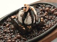 The sizzling brownie - only in India. This looks so good!!!