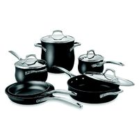 This nonstick cookware set from Calphalon will let you cook like a professional every time. #cooking