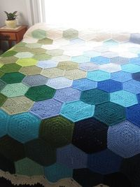 Lively Crochet: So in LOVE - Beautiful Crochet Hexagons! Love the simplicity of the hexies... also love the random placing of colours... <3