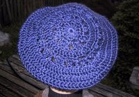Suzies Stuff: SUZIE'S DOILY BERET. This site has dozens of hat and scarf patterns.