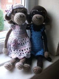 Monkey love <3 now THESE are CUTE! I like them better than a sock monkey.