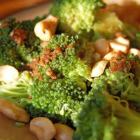 Broccoli with Garlic Butter and Cashews: 187 calories per serving