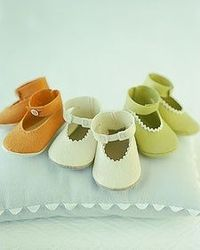 Felt Baby Booties. Free template and tutorial
