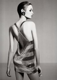 Twiggy by Richard Avedon, 1967.